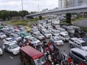 """Tin tức trong ngày - Mọi ngả đường ở Tân Sơn Nhất lại kẹt cứng dù có cầu vượt """"giải cứu"""""""