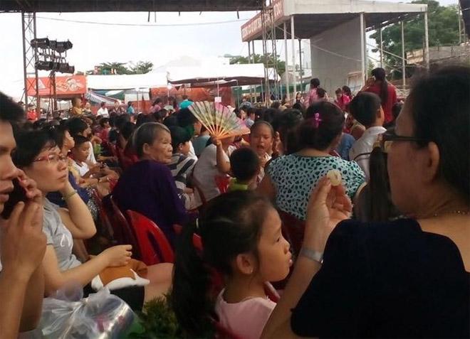 Gần 2 vạn khán giả chờ từ 13h đến 22h đêm chỉ để gặp Hoài Linh - 1