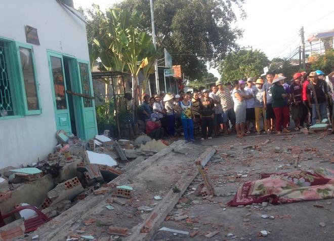 Vụ sập ban công ở Vũng Tàu: Mẹ trẻ, con thơ cùng thiệt mạng - 1