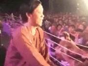 Gần 2 vạn khán giả chờ từ 13h đến 22h đêm chỉ để gặp Hoài Linh