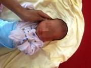 Tin tức trong ngày - Hà Nội: Bé trai kháu khỉnh bị bỏ rơi trên phố Linh Lang