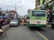 Tin tức trong ngày - Cô gái chết tức tưởi dưới bánh xe buýt vì cánh cửa ô tô