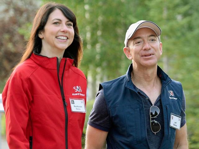 Tỷ phú Jeff Bezos: Sáng dậy không cần báo thức, tối về rửa bát cho vợ