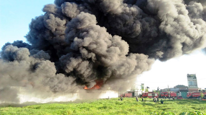 Hiện trường vụ cháy kinh hoàng ở SG, lửa đỏ rực bao trùm khu dân cư - 6