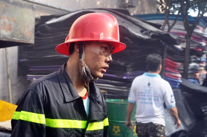 Hiện trường vụ cháy kinh hoàng ở SG, lửa đỏ rực bao trùm khu dân cư - 15