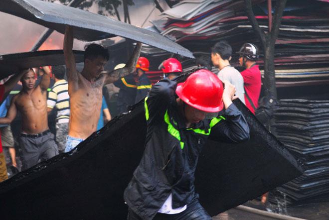 Hiện trường vụ cháy kinh hoàng ở SG, lửa đỏ rực bao trùm khu dân cư - 10