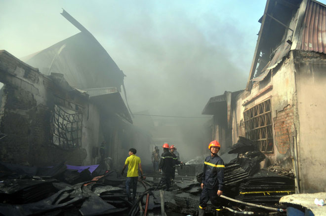 Hiện trường vụ cháy kinh hoàng ở SG, lửa đỏ rực bao trùm khu dân cư - 11