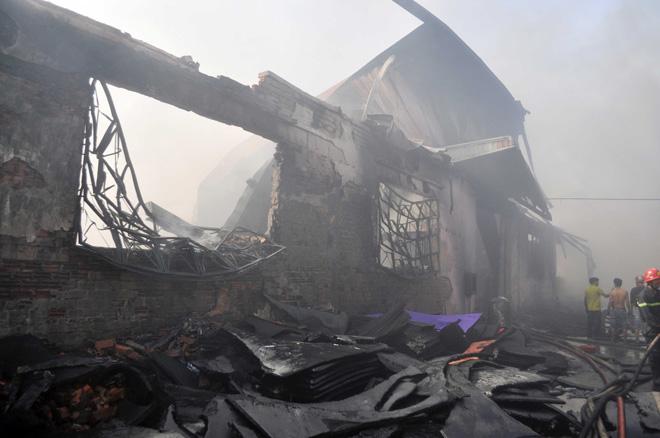 Hiện trường vụ cháy kinh hoàng ở SG, lửa đỏ rực bao trùm khu dân cư - 18