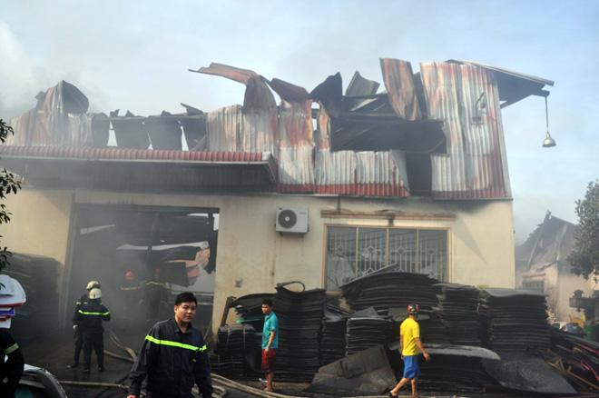 Hiện trường vụ cháy kinh hoàng ở SG, lửa đỏ rực bao trùm khu dân cư - 17