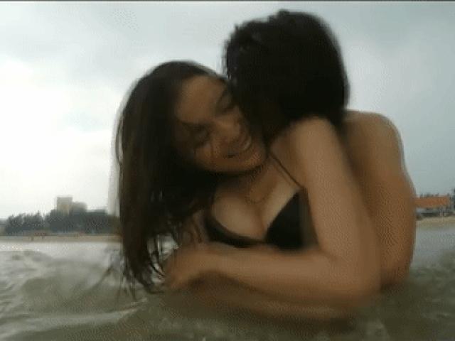 Phim Việt gây tranh cãi khi đưa cảnh nóng thô tục lên màn ảnh nhỏ