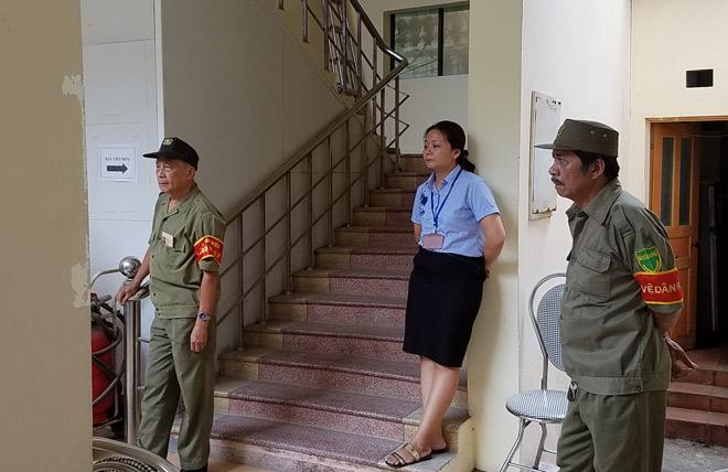"""Diễn biến mới nhất vụ """"gian nan xin chứng tử"""" ở phường Văn Miếu"""