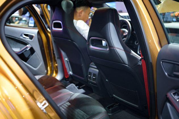Mercedes GLA 2018 ở Việt Nam có giá từ 1,619 tỷ đồng - 4