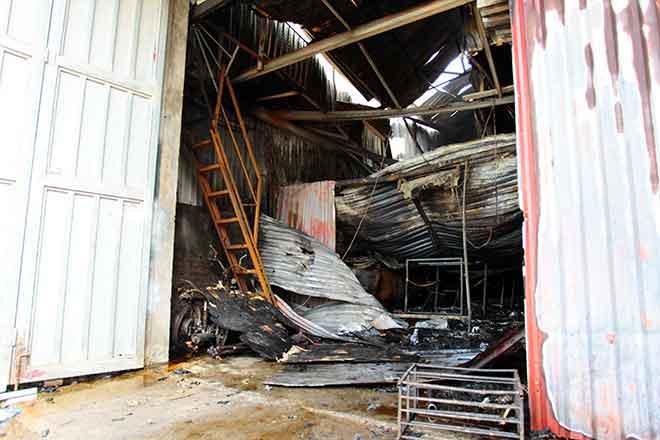 Vụ cháy xưởng bánh kẹo 8 người chết: Bắt khẩn cấp thợ hàn - 1