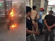 Tin tức trong ngày - Bị CSGT xử phạt, người đàn ông châm lửa đốt xe máy giữa phố Hà Nội