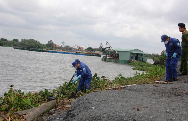 Xác người không mặc quần áo trôi trên sông Sài Gòn