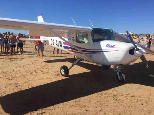 Máy bay bị sét đánh thủng 46 lỗ vẫn bay tiếp 9 giờ - 3