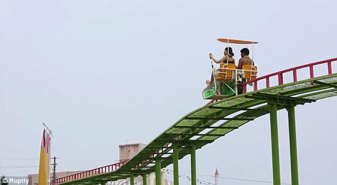Khám phá công viên giải trí nước nóng đầu tiên trên thế giới - 2