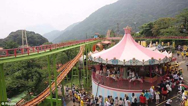 Khám phá công viên giải trí nước nóng đầu tiên trên thế giới - 6