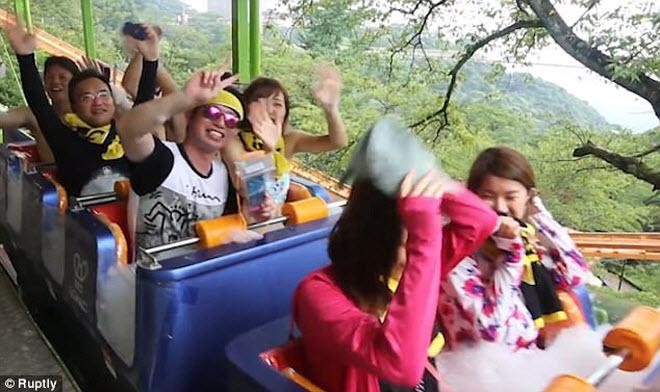 Khám phá công viên giải trí nước nóng đầu tiên trên thế giới - 1
