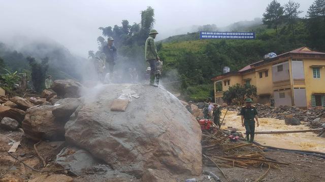 Xuyên đêm phá đá tìm kiếm 12 người mất tích ở Yên Bái - 11