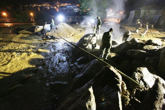 Xuyên đêm phá đá tìm kiếm 12 người mất tích ở Yên Bái - 2
