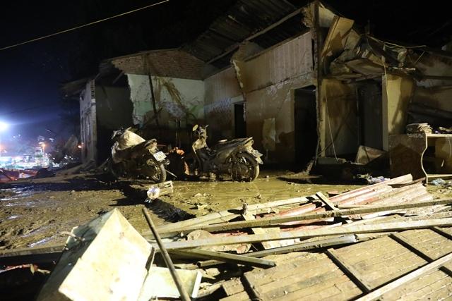 Xuyên đêm phá đá tìm kiếm 12 người mất tích ở Yên Bái - 5
