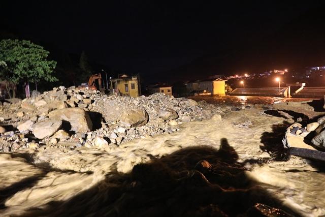 Xuyên đêm phá đá tìm kiếm 12 người mất tích ở Yên Bái - 6
