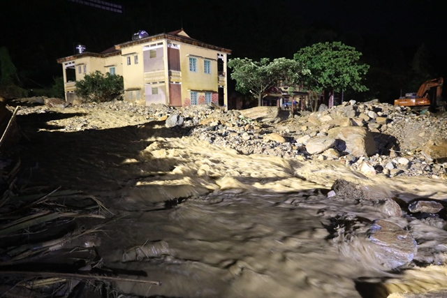 Xuyên đêm phá đá tìm kiếm 12 người mất tích ở Yên Bái - 7