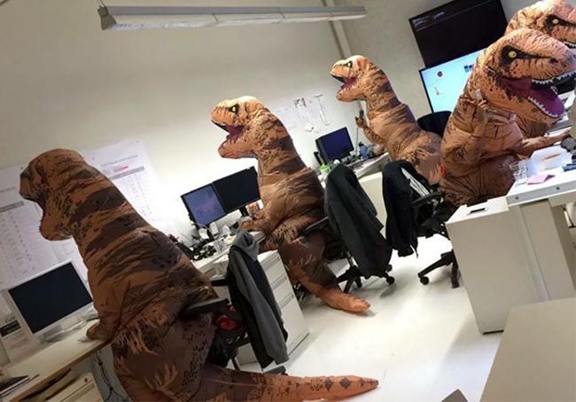"""Ồ, văn phòng làm việc của  """" khủng long """"  đây sao?"""