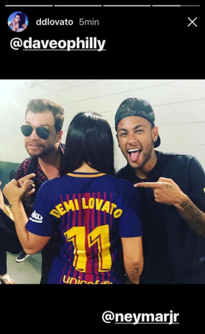 Neymar 6000 tỷ đồng: Mua 300 nghìn IPhone 7s, thuê Ronaldo 40 ngày - 6