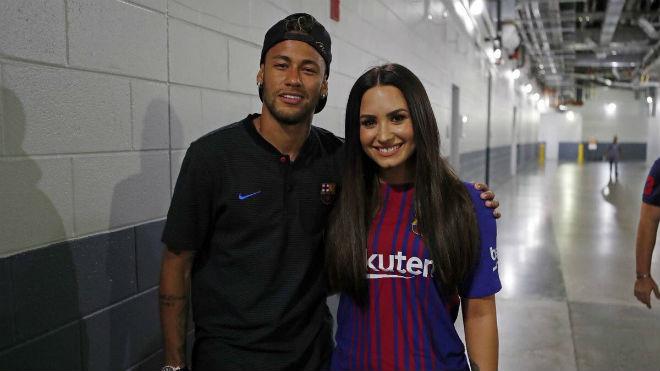 Neymar 6000 tỷ đồng: Mua 300 nghìn IPhone 7s, thuê Ronaldo 40 ngày - 5