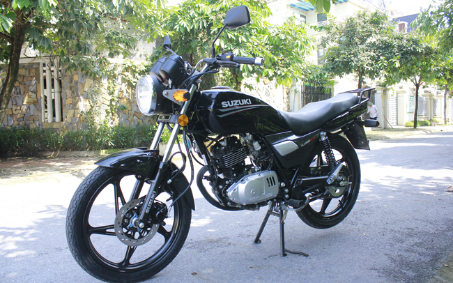 Chính thức được bán ra với giá 28,49 triệu đồng, Suzuki GD110 thời điểm đó được xem là một trong những mẫu xe côn tay giá rẻ nhất thị trường Việt Nam bên cạnh người  anh em  Axelo.