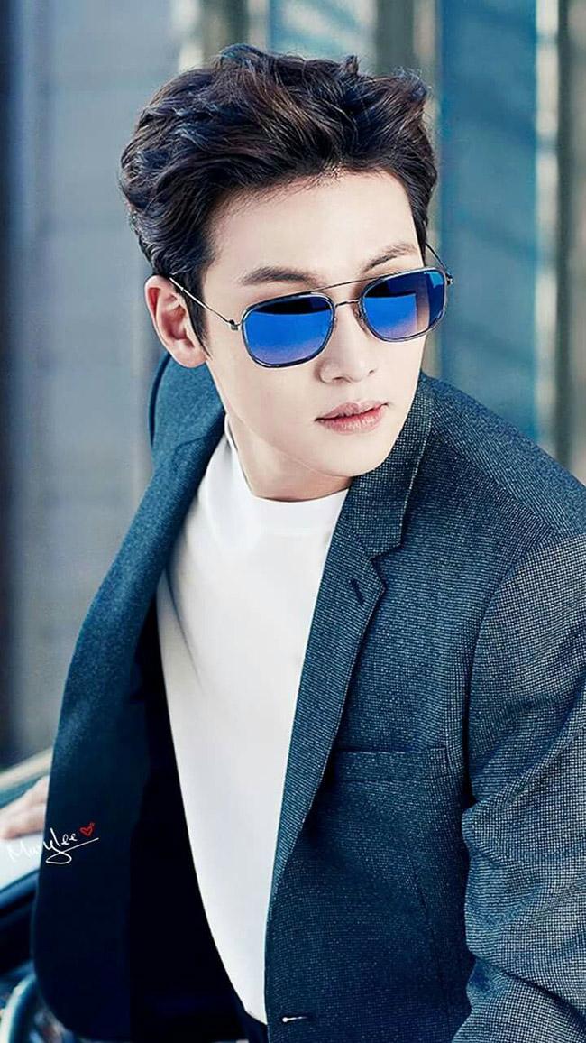 Ngoài đời Ji Chang Wook là một mỹ nam nổi tiếng trên màn ảnh Hàn. Anh có nhiều vai diễn ấn tượng trong sự nghiệp diễn xuất. Các cảnh hành động không thể làm khó một diễn viên chuyên nghiệp như anh.