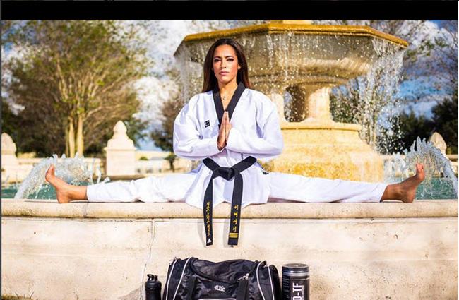 Kandy Cooke đang là một võ sỹ Taekwondo và là VĐV bóng bầu dục Mỹ.