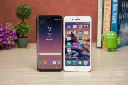 Galaxy S8 và iPhone 7 Plus.