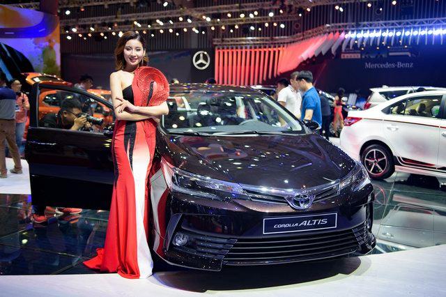 Toyota Corolla Altis 2017 về Việt Nam quyết đấu Mazda3 - 1