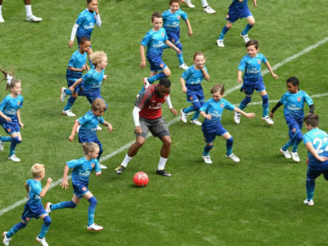 "Arsenal - Chelsea đấu nhau ""tóe lửa"", SAO đổ máu rời sân - 1"