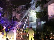 Tin tức trong ngày - Cháy nhà lúc 0 giờ, 7 người lao ra từ biển lửa