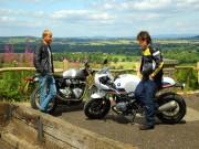 """Thế giới xe - So sánh Triumph Thruxton R với """"tân binh"""" R nineT Racer S của BMW"""