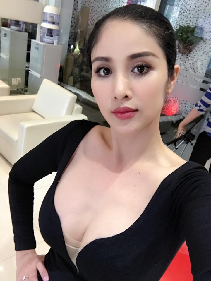 Sao Việt 5/8: Vợ cũ Phan Thanh Bình khoe thềm ngực đầy khiến fan phát sốt