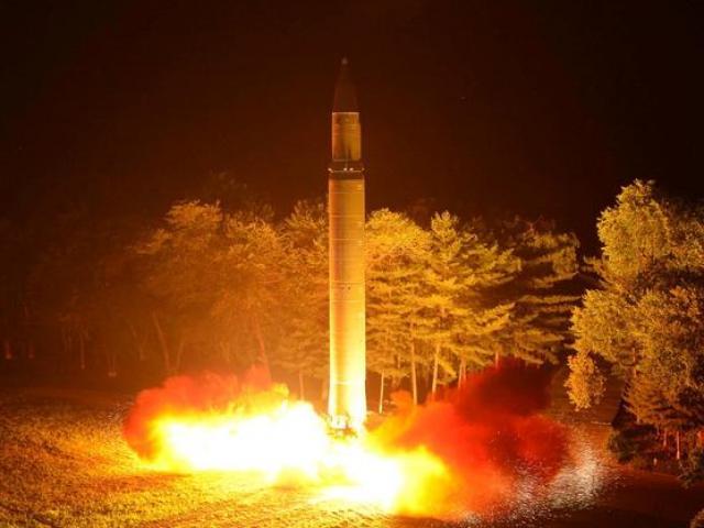 """Triều Tiên dọa dùng hạt nhân khiến Mỹ """"tan thành từng mảnh"""""""