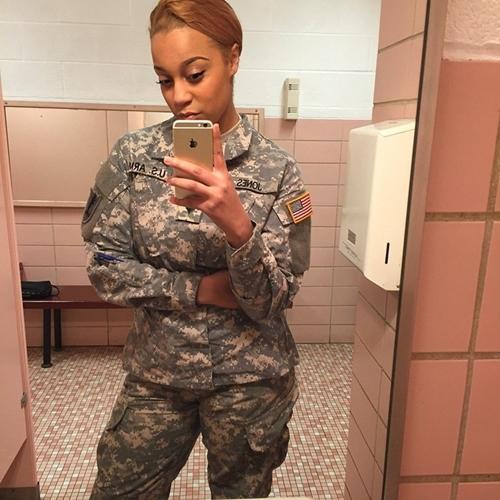 """6 nữ quân nhân quá đẹp khiến anh em muốn """"lao ngay ra chiến trường""""! - 8"""