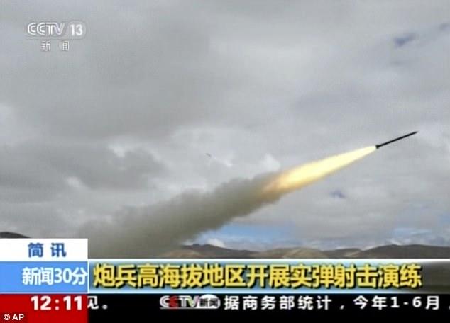 Sau lời dọa Ấn Độ, TQ rầm rộ tập trận bắn đạn thật thị uy - 1