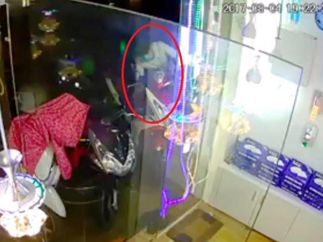 Clip: Chê xe máy, thanh niên trộm xe đạp trong 10 giây - 1