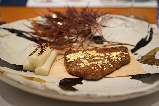 Ghé thăm nhà hàng nơi lãnh đạo Google, Apple thường tới ăn bít tết rắc vàng - 4
