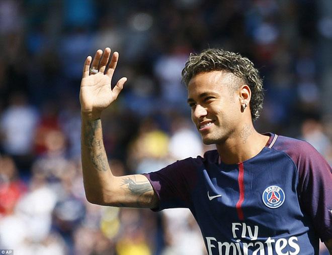Neymar ra mắt trăm nghìn CĐV PSG: Hoành tráng như siêu sao Hollywood