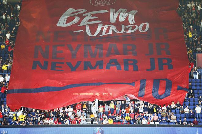Neymar ra mắt trăm nghìn CĐV PSG: Hoành tráng như siêu sao Hollywood - 10