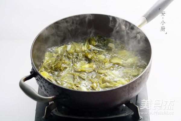 Canh dưa chua thịt bò ăn là nghiện - 3