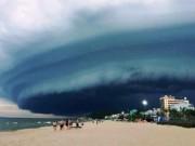 Tin tức trong ngày - Nóng 24h qua: Mây đen kỳ quái tựa UFO xuất hiện ở Sầm Sơn