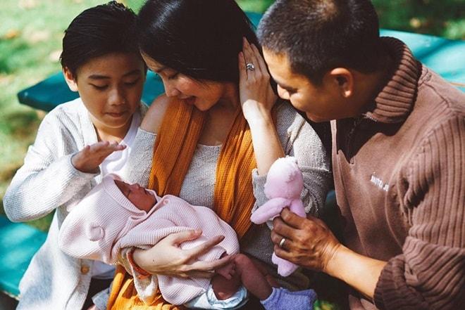 """Cuộc sống """"khó ngờ"""" của các mỹ nhân Việt lấy chồng nước ngoài - 7"""